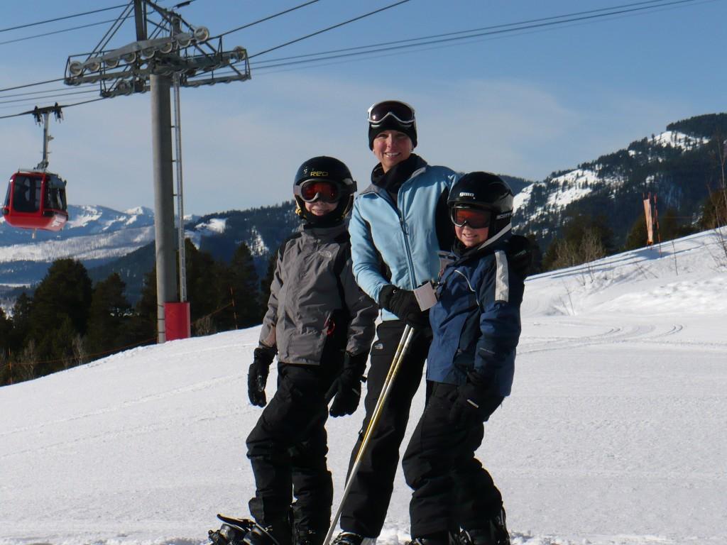 Skiing together. Image: Susanne Griffin